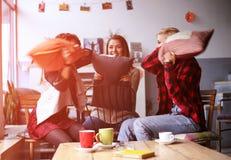 Meilleurs amis dans un café Image libre de droits