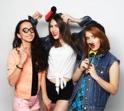 meilleurs amis de filles de hippie prêts pour la partie Image libre de droits