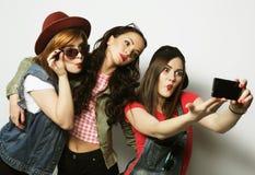 Meilleurs amis de filles de hippie prenant le selfie Photo libre de droits