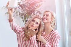 Meilleurs amis féminins passant le temps ensemble Photographie stock