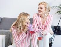 Meilleurs amis féminins passant le temps ensemble Photo stock