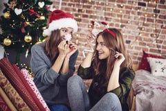 Meilleurs amis pendant le temps de Noël Photo stock