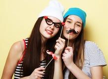 Meilleurs amis sexy élégants de filles de hippie prêts pour la partie Au-dessus du YE Images libres de droits