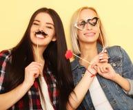 Meilleurs amis sexy élégants de filles de hippie prêts pour la partie Au-dessus du YE Photo libre de droits