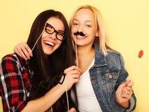 Meilleurs amis sexy élégants de filles de hippie prêts pour la partie Au-dessus du YE Photographie stock