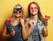 Meilleurs amis sexy élégants de filles de hippie prêts pour la partie Au-dessus du YE Photos stock