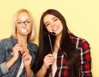 Meilleurs amis sexy élégants de filles de hippie prêts pour la partie Au-dessus du YE Images stock