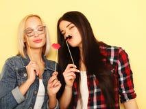 Meilleurs amis sexy élégants de filles de hippie prêts pour la partie Au-dessus du YE Photo stock