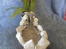 Mein eigenes D I Y-Brunnen mit Steinen und Heißkleber stockbilder