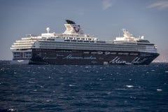 Mein Schiff 1 на анкере Mykonos Греции Стоковые Фотографии RF