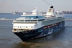 Mein Schiff 2 - le deuxième bateau de croisière de Tui conduit à vitesse normale Photographie stock