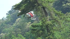 MEINA Italy jun18 2019 transport av material med helikoptern lager videofilmer