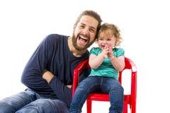 Meinten西埃:Vater帽子spaï ¿ ½ mit获得小的父亲与婴孩的乐趣 免版税库存照片