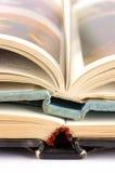 Meio de dois livros abertos Foto de Stock