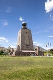 Meio do monumento do mundo em Equador Fotografia de Stock Royalty Free