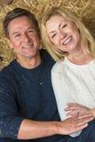 Meio feliz pares envelhecidos do homem e da mulher fotos de stock