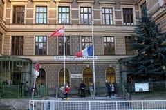 Meio mastro da bandeira francesa da escola Imagem de Stock Royalty Free
