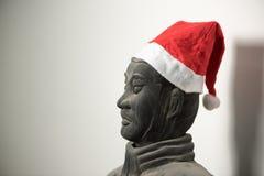 Meio perfil da estatura chinesa do guerreiro da terracota que veste o chapéu de Santa Fotos de Stock
