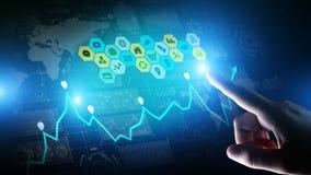 Meios mistos, analítica da inteligência empresarial Ícones, gráficos e cartas na tela virtual Investimento e conceito de troca fotografia de stock royalty free