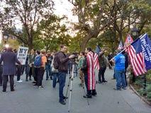 Meios noticiosos na reunião política, Washington Square Park, NYC, NY, EUA Foto de Stock