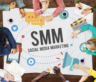 Meios sociais que introduzem no mercado o conceito em linha do negócio fotografia de stock