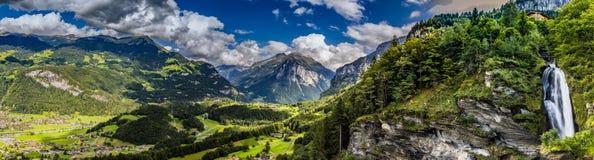 Meiringen em Suíça é uma obrigação vai área fotos de stock