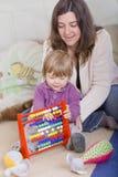 Meisje één éénjarige het leren Stock Foto
