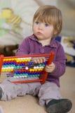 Meisje één éénjarige het leren Royalty-vrije Stock Foto's