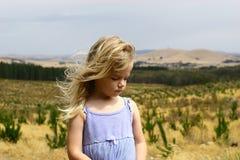 Meisje in aanplanting Stock Foto