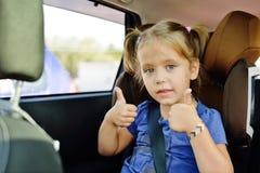 Meisje in auto Stock Afbeelding