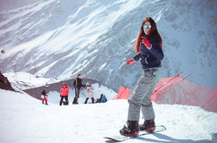 Meisje in bergen royalty-vrije stock foto's