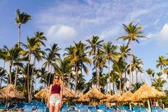 Meisje bij Bavaro-Stranden in Punta Cana, Dominicaanse Republiek royalty-vrije stock afbeeldingen