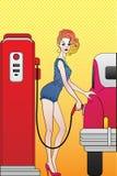 Meisje bij benzinestation Stock Fotografie