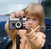 Meisje bij camera Royalty-vrije Stock Afbeeldingen