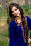 Meisje bij het bos Royalty-vrije Stock Fotografie