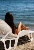 Meisje bij het strand Stock Foto's