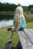 Meisje bij Meer royalty-vrije stock fotografie