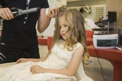 Meisje bij schoonheidssalon Royalty-vrije Stock Afbeelding