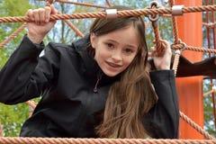 Meisje bij speelplaats stock fotografie