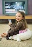 Meisje bij Televisie Royalty-vrije Stock Afbeeldingen