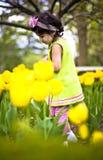 Meisje in bloem garden7 Stock Afbeelding