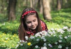 Meisje in bloemen Royalty-vrije Stock Afbeelding