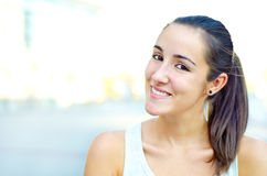 Meisje buiten het glimlachen Royalty-vrije Stock Afbeelding