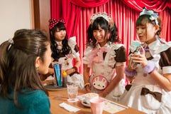 Meisje Cafe in Akihabara, Tokyo, Japan Stock Afbeeldingen