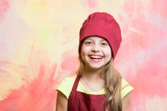 Meisje in chef-kokhoed en schort Stock Fotografie