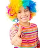 Meisje in clownpruik Royalty-vrije Stock Afbeeldingen