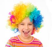 Meisje in clownpruik stock foto's