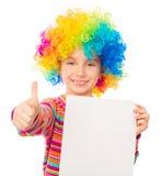 Meisje in clownpruik stock foto