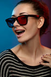 Meisje in 3D glazen. Studiofotografie Royalty-vrije Stock Afbeeldingen