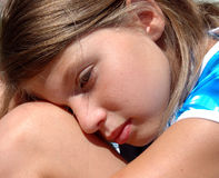 Meisje dat 2 rust Stock Foto's